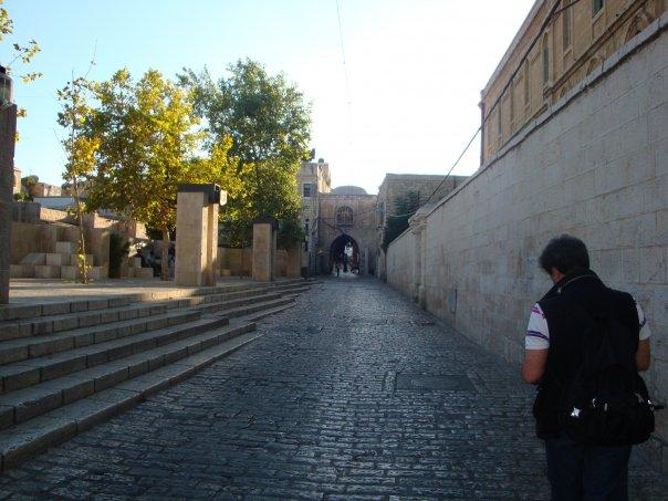 Lungo il muro della città vecchia